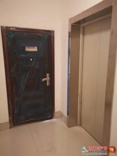 文华公寓三室两厅两卫148.33平米出售,带车位、附房。