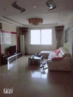 龙都新苑140m²,套三,带车库,豪华装修105万
