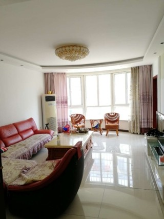 (龙都)阳光河畔3室2厅2卫140m²精装修