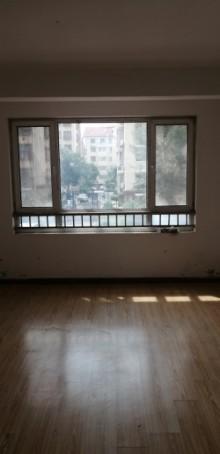 (龙都)龙都新苑4室2厅2卫180m²简单装修