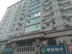东顺花园330平沿街写字楼出租,年租七万